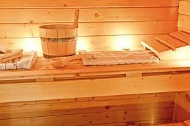 intérieur-sauna-photographie-de-stock_csp19181190